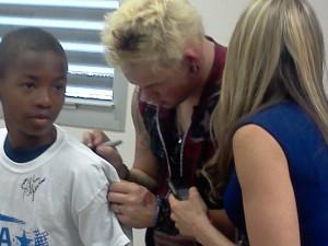 James Durbin signing kid's shirt