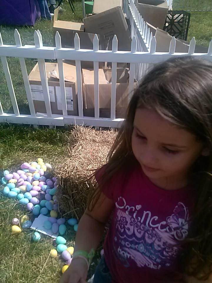 Isabella egg hunting