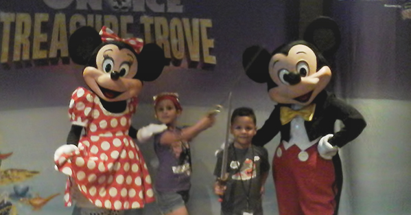 Disney On Ice Mickey & Minnie with Dittles and Papo