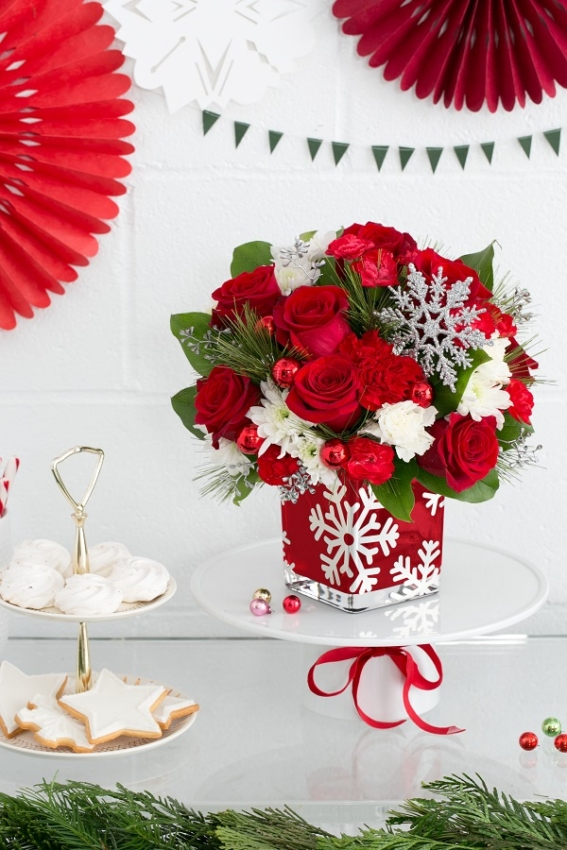 teleflora silver Christmas bouquet Photo Credit: Scott Clark Photo